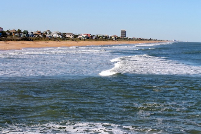 From the Flagler Beach pier we could look back along the coastline of cinnamon sand and watch the waves roll into shore.